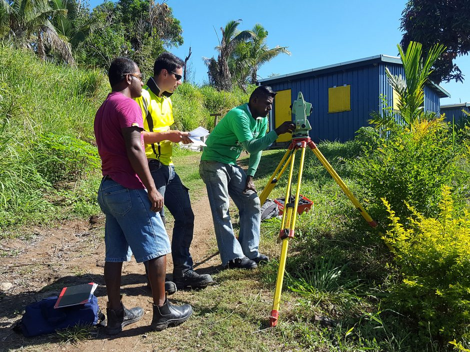 fiji_pam_local-surveyors-in-training-for-web