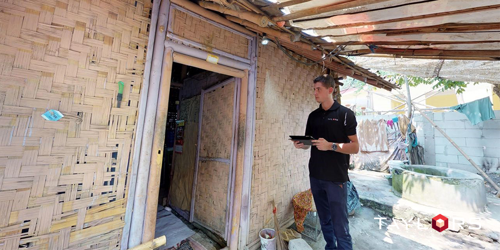 Urban Designer, Thomas Smid, assessingThe housing situation in the Indonesian community before demolish and rebuild by Habitat for Humanity